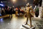 """""""Fetiţa neînfricată"""" din faţa taurului de pe Wall Street are acum o soră la Oslo"""