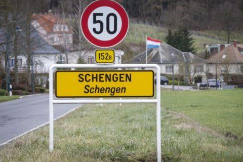 Comisia Europeană cere încetarea controalelor la frontiere în spaţiul Schengen